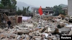 芦山县一地震后的废墟