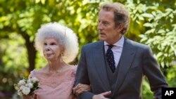 스페인 알바 공작 부인(왼쪽)과 남편인 알폰소 디에즈 공. (자료사진)