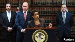 Loretta Lynch, Jaksa Distrik Timur New York, dalam jumpa pers mengenai pembobolan bank masif di 27 negara. (Reuters/Lucas Jackson)