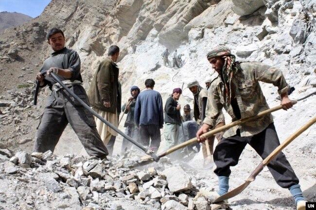 بھارت افغانستان میں کئی تعمیراتی پراجیکٹس میں معاونت کر رہا ہے۔