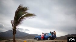 Alerta en las costas mexicanas sobre el Pacífico, en momentos en que Dora alcanza categoría cuatro.