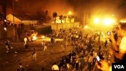 Kebakaran besar terlihat di sejumlah tempat di Kairo, termasuk di beberapa gedung pemerintah, Jumat (28/1).