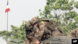 """Soldiers from France's Licorne (""""Unicorn"""") forces prepare for a military operation, in southern Ivory Coast, April 11, 2011."""