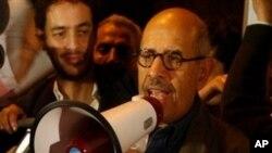 Цел ден судири меѓу поддржувачите и противниците на Мубарак