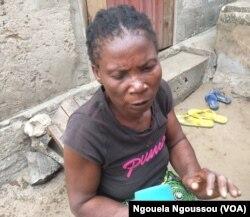 Elisabeth Loukou a perdu son tricycle en fuyant les violences dans le Pool, à Brazzaville, le 20 août 2017. (VOA/Ngouela Ngoussou)
