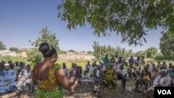 Assemblée générale de présentation du projet dans un village au Burkina Faso.