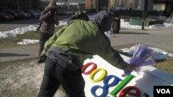 El gobierno de China dice que Google presentó su solicitud demasiado tarde, pero ha prometido estudiar su caso.