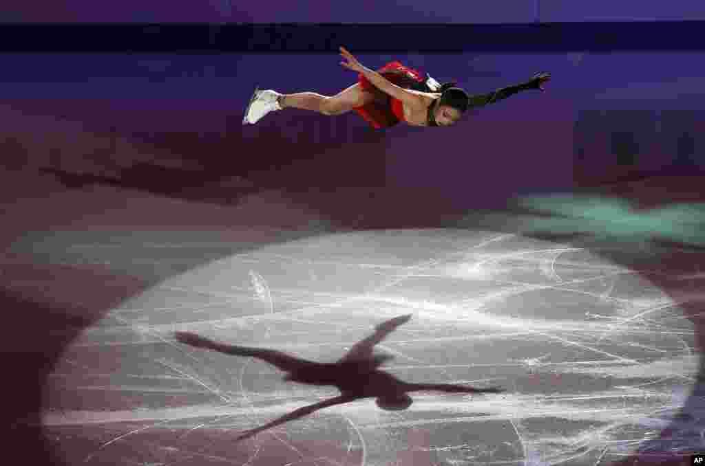 កីឡាការនីបង្ហាញសមត្ថភាពអំឡុងពេលការប្រកួតជិះស្គី ISU Four Continents Figure Skating Championships នៅក្រុងសេអ៊ូល កាលពីថ្ងៃទី០៩ ខែកុម្ភៈ ឆ្នាំ២០២០។