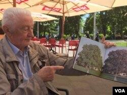 Tihomir Levajac, penzionisani profesor banjalučke Gimnazije pokazuje kako je nekad izgledao Stari hrast, 12.6.2021., Banja Luka