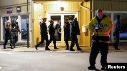 Cảnh sát Na Uy đang điều tra hiện trường vụ tấn công ở Kongsberg vào ngày 13/10/2021.