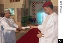 Ex-Niger Prime Minister presents his resignation to President Mamadou Tandja