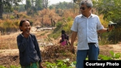 Im Chaem, 68, a former Khmer Rouge regional commander, in a picture with Youk Chhang, executive director of the Documentation Center of Cambodia, in Anlong Veng, February 13, 2012. (Courtesy of Documentation of Cambodia)