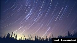 Hujan meteor Perseid nampak mewarnai langit Mitzpe Ramon di gurun Negev, selatan Israel, 13 Agustus 2012 (Foto: dok). NASA mengatakan para pengamat yang berada di bawah angkasa yang jernih atau tak berawan di Asia mungkin akan mempunyai peluang untuk melihat hujan meteor Quadrantid yang puncaknya akan jatuh pada tanggal 3 Januari 2013 mendatang.
