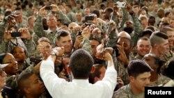 ولسمشر اوباما په لومړۍ دوره کې د جنرالانو په غوښتنه دیرش زره سرتیري افغانستان ته ولیږل.