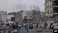 反政府抗议者6月4日与政府安全部队发生冲突