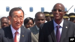 UN chief Ban Ki-moon arrives in Bujumbura and is welcomed by first vice president Yves Sahinguvu, 09 Jun 2010