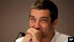 El actor argentino Ricardo Darín interpretó al agente de la policía Benjamín Espósito, en la versión original de esta historia.