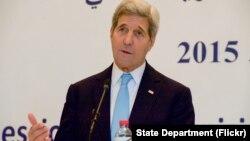 Ngoại trưởng Hoa Kỳ John Kerry trong buổi họp báo tại Bộ Ngoại giao Tunisia ngày 13/11/2015.