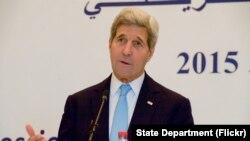 جان کری در نشست خبری مشترک با همتای تونسی خود در پایتخت تونس - ۲۲ آبان ۱۳۹۴