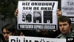Türkiye'de Evrim Teorisini Savunan İnternet Sitelerine Yasak Tartışılıyor