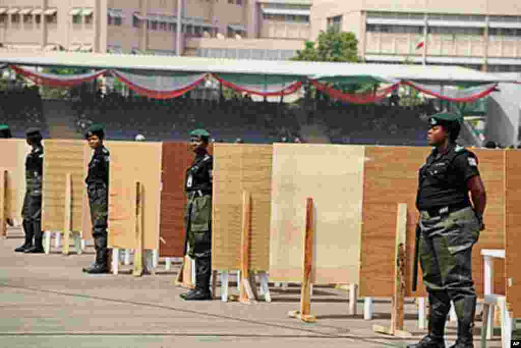 Police women stand in front of voting centres ahead of the presidential primaries of the ruling People Democratic Party in Abuja, 13 Jan 2011.
