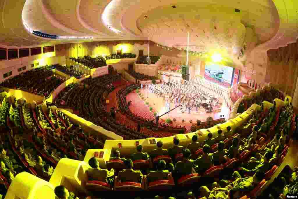 북한이 정권수립일인 지난 9일 수소탄시험 성공 기념 축하연을 열었다고, 관영 조선중앙통신이 10일 전했다.