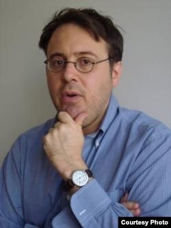 律师兼作家亚当·科恩