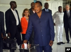 Congo incumbent President Denis Sassou Nguesso casts his ballot, at a polling station, in Brazzaville, Congo, March 20, 2016.