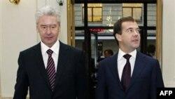 Prezident Medvedev baş nazir Putindən müstəqil siyasət yeridə bilərmi?