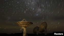 Gugusan bintang di atas teleskop di Afrika Selatan. (Foto: Reuters).