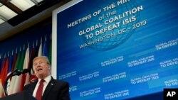 도널드 트럼프 미국 대통령이 6일 국무부 청사에서 열린 'ISIS 격퇴를 위한 국제 동맹' 장관급 회의에서 연설했다.