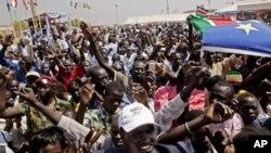Wananchi wa Sudan Kusini washeherekea matokeo ya awali ya kura ya maoni, mjini Juba.