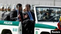 El gobierno de Colombia instó a la guerrilla a respetar la vida de los uniformados secuestrados y a su liberación inmediata.