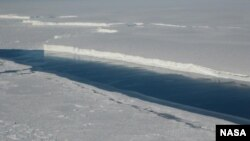 This photo shows the ice front of Venable Ice Shelf, West Antarctica, in October 2008. (NASA/JPL-Caltech/UC Irvine)