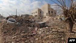 រូបឯកសារ៖ ការរងខូចខាតនៅក្បែរមន្ទីរពេទ្យ Udai បន្ទាប់ពីការវាយប្រហារតាមអាកាសទៅលើទីប្រជុំជន Saraqeb ក្នុងខេត្ត Idlib ភាគពាយព្យប្រទេសស៊ីរី កាលពីថ្ងៃទី២៩ ខែមករា ឆ្នាំ២០១៨។