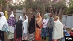 Des Ethipiens alignés pour voter