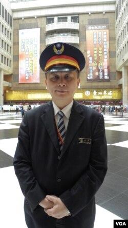 台北火车站站长古时彦(美国之音申华拍摄)