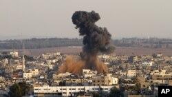 Une cible du Hamas touchée par une frappe aérienne à Gaza, le 15 novembre 2012