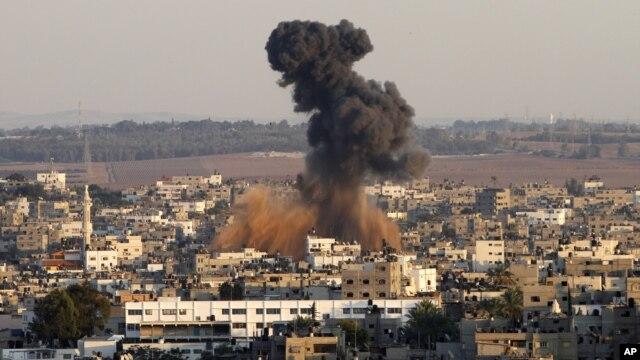 Dim iznad Gaza sitija nakon izraelskog vazdušnog napada