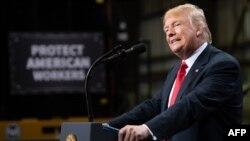 도널드 트럼프 미국 대통령이 26일 일리노이주 그래나이트시티에서 무역정책에 관해 연설하면서 북한 문제도 언급했다.