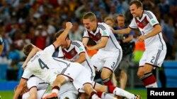 지난 13일 2014 브라질 월드컵 결승전에서 우승한 독일팀이 환호하고 있다.