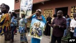 Manifestants catholiques dispersés par la police lors d'une marcahe anti-Kabila, à Kinshasa, le 31 décembre 2017.