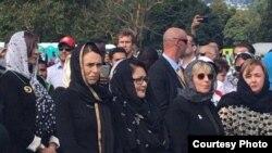 La Première ministre néo-zélandaise, Jacinda Ardern, a assisté à l'hommage aux victimes à Christchurch, vendredi 22 mars (Photo: service indonésien de la VOA avec la permission de l'auteur).