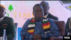 Le président Mnangagwa à Victoria Falls, le 24 juin 2019. (C. Mavhunga/VOA)