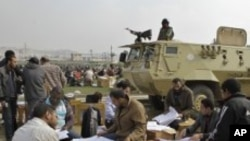 카이로에서 개표 중인 선거위원단