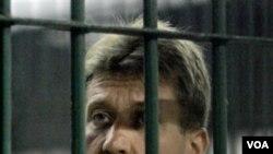 Viktor Bout saat mendekam di penjara Thailand (foto: dok). Pemerintah Thailand akhirnya memutuskan siapa di antara AS dan Rusia yang berhak mengadili Bout.
