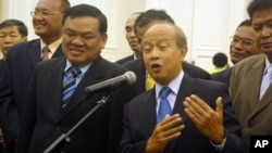 Funcinpec's secretary-general Nhiek Bunh Chhay, left, standing along side with Prince Norodom Ranariddh.