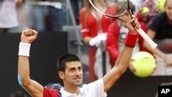 Novak Djokovic ingin menjadi petenis pertama sejak Rod Laver dari Australia yang merebut empat piala Grand Slam berturut-turut tahun 1969 (foto: Dok)..