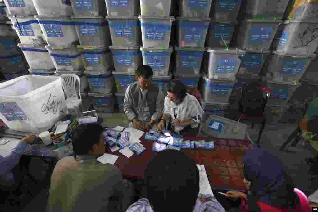 Auditors are in their final stages of examining the eight million votes cast during the June 14 run-off between Abdullah Abdullah and Ashraf Ghani, Kabul, Aug. 25, 2014.