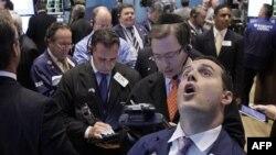 Các nhà giao dịch chứng khoán trên Sàn giao dịch New York